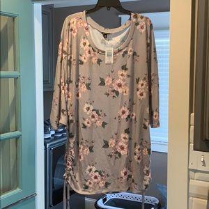 NWT 3/4 Sleeve Dolman Floral Tunic